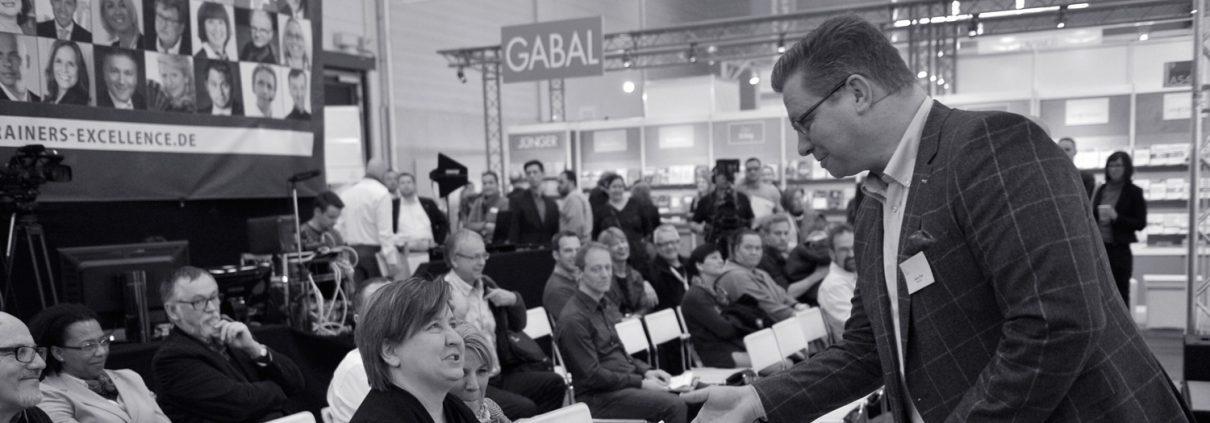 Harry Flint interagiert in seinen Vorträgen mit dem Publikum